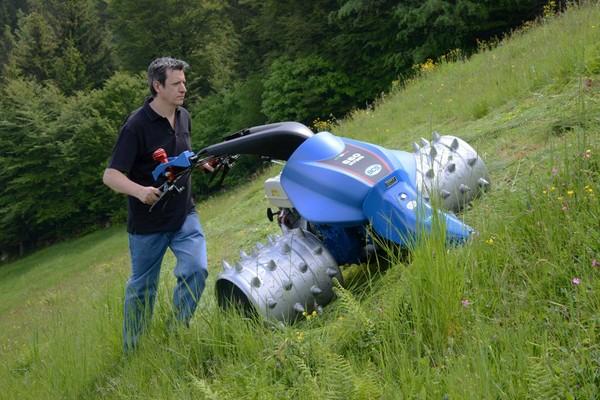 Motofalciatrice idrostatica bcs protagonista al sima for Trincia usata per motocoltivatore bcs